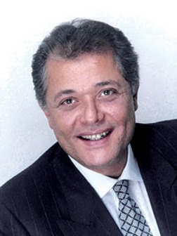 محمود عبدالعزيز